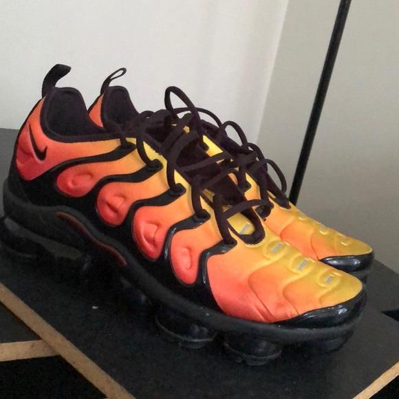 Air Vapormax Plus Black Orange Crimson